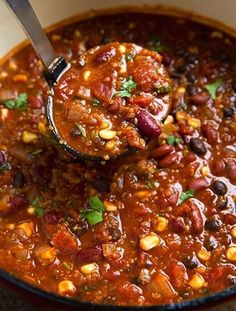 Quinoa Chili {Vegetarian} - Cooking Classy, I would leave quinoa out and add meat for less carb, more protein. I like this chili recipe. Healthy Recipes, Chili Recipes, Whole Food Recipes, Soup Recipes, Cooking Recipes, Recipes Dinner, Cooking Tips, Recipies, Cooking Bacon