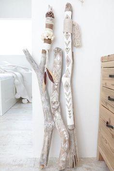 big bohemian ethnic objects with driftwood . - Dekoration Basteln - DIY big bohemian ethnic objects with driftwood . Cute Dorm Rooms, Cool Rooms, Diy Projects Cans, Art Projects, Creation Deco, Ideias Diy, Driftwood Art, Driftwood Projects, Wood Sculpture