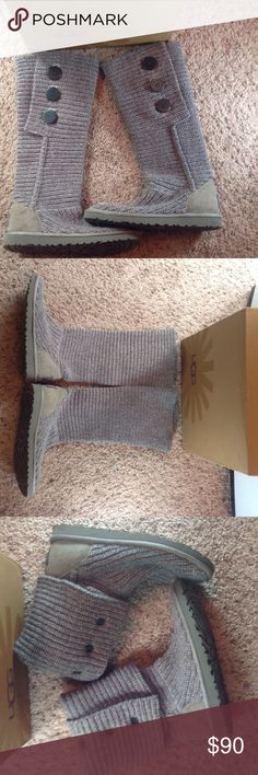 UGG BOOTS UGG SWEATER BOOTS WEAR THESE 2ways up ARE DOWN LIKE SHORT BOOTIES I BOUGHT THESE FOR MY DAUGHTER AND THEY NEVER FIT HER WORN ONCE FOR A SHORT TIME IN THE HOUSE IN NEW CONDITION SZ 7 WISH THEY FIT ME THERE SO CUTE COLOR IS GREY UGGS Shoes