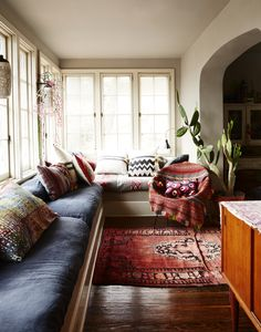 Sunroom with window seats in Liva Cetti and Danny Marrone's Spanish…