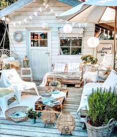 So cute and cozy Check out desigedecors.com to get more inspiration #interiordesign #cozyplace #rustic #homedecoration