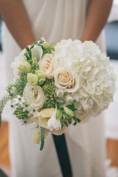 classic bridal bouquet | Photo: Ten 2 Ten Photography