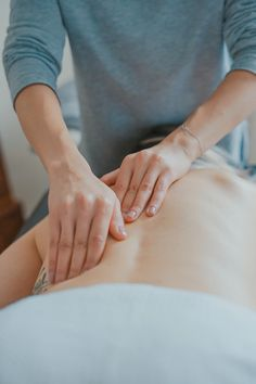 I Tried a Lymphatic Drainage Massage and Here's What Happened #theeverygirl