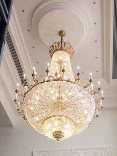 QUATAR SPECIAL PROJECT Crystal chandelier for private villa Lampadario in cristallo prodotto su misura