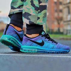 Nike Flyknit Air Max: Hyper Grape/Photo Blue
