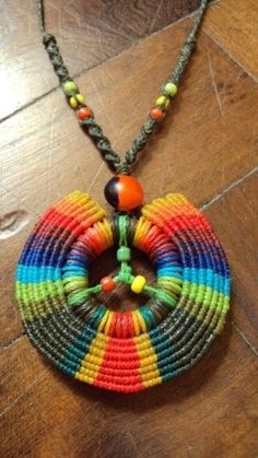 Do on circle nut in multiple colors and Grenadian colors Collar Macrame, Macrame Colar, Macrame Necklace, Macrame Knots, Macrame Jewelry, Macrame Bracelets, Thread Bracelets, Tatting Patterns, Macrame Patterns