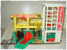 Fisher Price Parkhaus - Parkgarage - 70er Spielzeug. Von Vintageschippie bei DaWanda.
