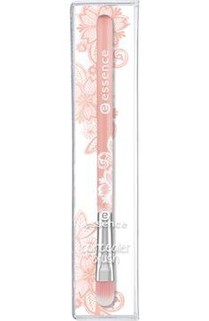Der essence cosmetics concealer brush ist die perfekte Hilfe zum Auftragen von…
