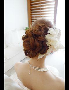 ウェディング ヘアスタイル 花 海外 - Yahoo!検索(画像) Wedding Hair Flowers, Flowers In Hair, Formal Hairstyles, Bride Hairstyles, Hawaii Dress, Bridal Hairdo, Hair Arrange, Hair Setting, Hair Ornaments