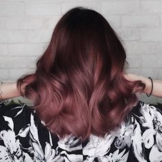 Popular Hair Colours You Must Try in 2018 in Singapore *THIS* 👏🏽👏🏽. - Hair And Beauty - Haarfarben Brown Ombre Hair, Ombre Hair Color, Cool Hair Color, Rose Gold Brown Hair Color, Brown Hair Pink Tips, Brown Hair Pink Highlights, Dark Pink Hair, Rose Gold Ombre, Hot Hair Colors