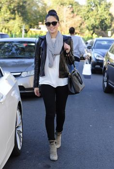 'The Newsroom' actress Olivia Munn is all smiles while shopping with a friend in Beverly Hills, California on December 12, 2012.