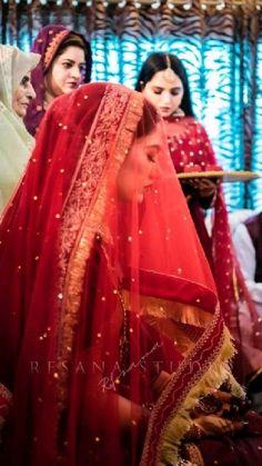 Pakistani Bridal Dresses Online, Indian Wedding Gowns, Indian Bridal Photos, Indian Bridal Makeup, Pakistani Bridal Wear, Nikah Ceremony, Bridal Dupatta, Indian Bridal Hairstyles, Bridal Photoshoot