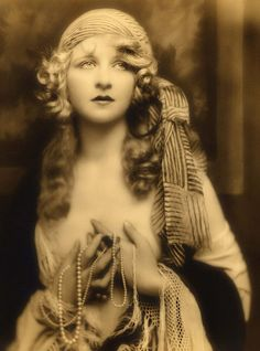 Ziegfeld Girls by Suzee Que, via Flickr