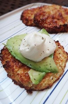 Baked Cauliflower Bread with Avocado | Cookboum #healthy