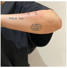 Dainty Tattoos, Dope Tattoos, Pretty Tattoos, Hand Tattoos, Small Tattoos, Tattoos For Guys, Tatoos, Two Hands Tattoo, Rebellen Tattoo
