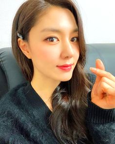 Crash Landing on You Seo Ji-hye Inspired Hair Clip 009 K Beauty, Asian Beauty, Korean Celebrities, Celebs, Seo Ji Hye, Size Zero, Girl Bands, Female Singers, Korean Actresses