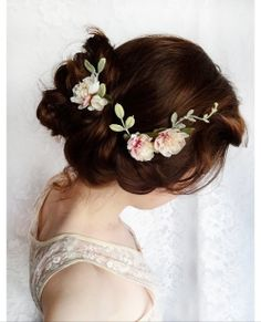 bridal flower hairstyle