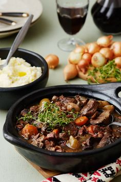 Boeuf Bourguignon with cauliflower mash 3 oz. mushrooms ¾ cup red wine, dry 2 bay leaves ½ teaspoon dried thyme salt and ground black pepper KETO Beef Bourguignon, Low Carb Keto, Low Carb Recipes, Cooking Recipes, Vegan Recipes, Keto Foods, Ketogenic Meals, Diet Doctor Recipes, Comida Keto