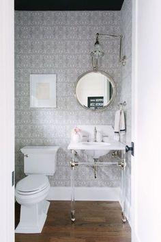 6 Maneras de Mejorar un Baño Sin Ventanas | Casa Muebles - Muebles, Enseres, Mattress y Decoración