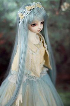 冬幻郷 | by ♡Maruko♡ Pretty Dolls, Cute Dolls, Beautiful Dolls, Monster High Dolls, Ball Jointed Dolls, Blue Yellow, Barbie Dolls, Pastel, Dream Houses