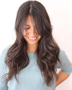 Layered hair has always been trendy and when combined with bangs makes the ultimate combination. Check out these hot layered haircuts with bangs. Layered Hair With Bangs, Layered Haircuts With Bangs, Long Hair With Bangs, Short Hair Updo, Long Wavy Hair, Very Long Hair, Long Hair Cuts, Hairstyles With Bangs, Pretty Hairstyles