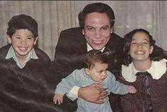عادل اما واولاده رامي ومحمد وسارة ايام الثمانينات