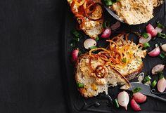 Käse-Aufstrich mit Radieschen und Röstzwiebeln Tandoori Chicken, Snacks, Cauliflower, Vegetables, Ethnic Recipes, Spreads, Canning, Food Food, Cooking