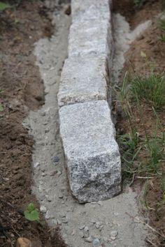 So installieren Sie Cobblestone Edging - Alles über den Driveway Border, Gravel Driveway, Driveway Landscaping, Gravel Pathway, Brick Driveway, Driveway Repair, Asphalt Driveway, Brick Pavers, Paver Edging