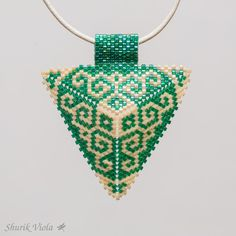 Pendentif triangle de la boutique ShurikViola sur Etsy