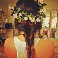 #gorgeous #hair #flowers #flowercrown #white #brunette #red #highlights