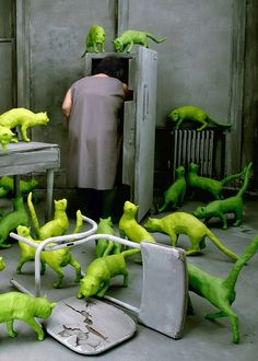 Sandy Skoglund, Radioactive Cats (detail), 1980