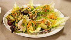 Vietnamesisk kyllingsalat med glassnudler – NRK Mat – Oppskrifter og inspirasjon Vietnamese Recipes, Asian Recipes, Vietnamese Food, Ethnic Recipes, Ciabatta, Frisk, Recipies, Recipes, Vietnamese Cuisine
