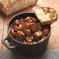 Saftgulasch nach Wiener Art A good goulash takes time. It's almost impossible to make a good goulash fast. Goulash, Vegetable Recipes, Beef Recipes, Sacher, Clarified Butter, Pampered Chef, Plated Desserts, Original Recipe, Easy Healthy Recipes