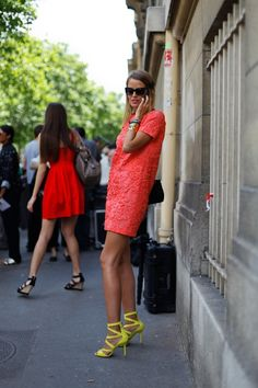 simple shift dress + a punch of neon yellow heels.