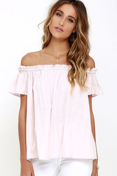 Pull out your paintbrushes, because the Portrait Painter Blush Off-the-Shoulder Top is sure to inspire your greatest work yet! An elasticized, off-the-shoulder neckline is decorated with a tying accent before falling into a relaxed bodice framed by fluttering short sleeves.