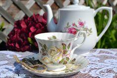 Vintage Royal Albert teacup y platillo, CA. 1960-1970
