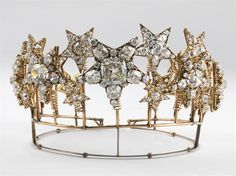 "The Diadem of the Stars (Portuguese: Diadema das Estrelas) was made in 1865 for the wife of King Luis I of Portugal, Queen Consort Maria Pia of Savoy, who had a love for jewelry and fashion. The tiara and matching necklace was also fashioned in the workshop of the Portuguese Royal Jeweler by Estevão de Sousa in Lisbon, Portugal. Gold, silver, diamonds, pink diamonds. 9.3 x 15 cm (""Tradução"": O Diadema das Estrelas foi feito para a Rainha de Portugal, pelo joalheiro português Estevão de…"