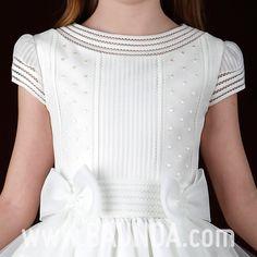 vestido de comunion 2014 Cemaros P103. Vestido de comunión de manga corta hecho en seda italiana (organza). Falda de jaretas con tres franjas formadas