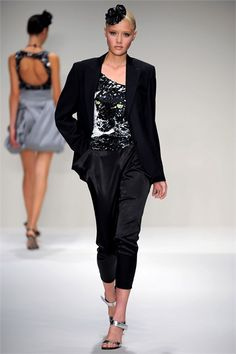 Sfilata Krizia Milano - Collezioni Primavera Estate 2010 - Vogue