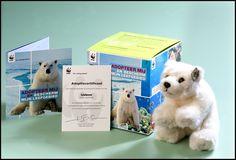 De gemiddelde temperatuurstijging op de Noordpool gaat ongeveer twee keer zo snel als in de rest van de wereld. Hierdoor dreigt het leefgebied van de ijsbeer letterlijk weg te smelten. Adopteer nu symbolisch een ijsbeer en help het WNF bij de bescherming van de Noordpool. Een adoptie is éénmalig. Je zit dus nergens aan vast! Wil je een ijsbeer adopteren? Klik op de pin!