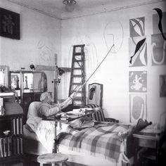 1941 году Матисс был почти прикован к постели, однако даже лежа в кровати продолжал работать. Он рисовал карандашом или углем, закрепленным на конце длинного шеста, который позволял доставать до холста