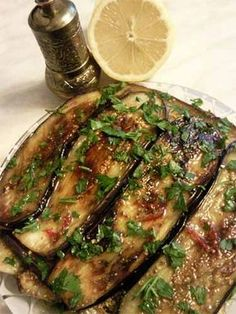 Aubergine in scharfer Honigsauce - ece Vegetable Recipes, Vegetarian Recipes, Cooking Recipes, Healthy Recipes, Drink Recipes, Healthy Eating Tips, Healthy Nutrition, Queens Food, Eggplant Dishes