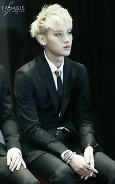 Tao in a Black outfit kills me Kris Wu, Luhan, Panda Bebe, Rapper, Panda Birthday, Huang Zi Tao, Vash, Kung Fu Panda, Exo Members