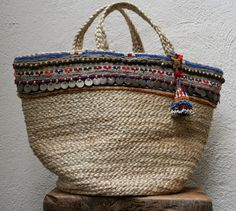 Hey! I could do this. ..with an old Indian coin belt and some tassels sewn onto a seagrass beach tote bag. KussenvanPaula