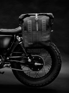The Cafe Racer is the number one shop for casual and classic style motorcycle clothing, helmets and accessories. Scrambler Custom, Scrambler Motorcycle, Motorcycle Outfit, Motorcycle Accessories, Bobber, Motorcycle Bags, Triumph Scrambler, Royal Enfield, Vespa