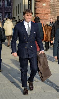 Street style Pitti Uomo 85 - Inspired by Peroni Italy - ziua 1 - Stil Masculin . Wardrobe Tv, The Sartorialist, Well Dressed Men, Gentleman Style, British Style, Look Cool, Formal, Mens Suits, Dapper