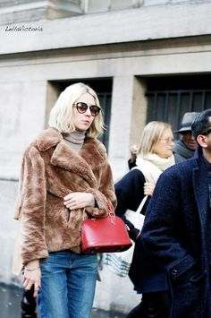 Street Style: The Woman With The Red Bag - Lellavictoria | Creators of Desire - Fashion trends and style inspiration by leading fashion bloggers