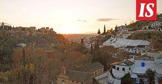 Sulttaanien palatsi Alhambra tuo Granadan kaupunkiin lumoa. Kapeilla kujilla voi nauttia minttuteetä värilyhtyjen hämyisessä valossa.
