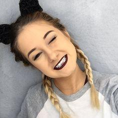 (j'ai pas du rouge à lèvre sur mes dents, c'est ma langue ) emma verde Emma Verde, Photo Instagram, Instagram Posts, Stella Rose, Insta Snap, Beautiful Person, Youtubers, Braided Hairstyles, Braids