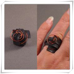 Fietsband ring met gekleurd metaaldraad.